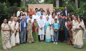 The Prime Minister, Shri Narendra Modi in a group photograph with the family members of Netaji Subhas Chandra Bose, at 7 Race Course Road, in New Delhi on October 14, 2015.