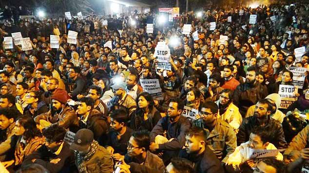 Rahul Gandhi, other leaders visit JNU; student protest continues