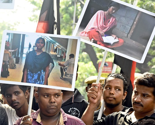 Students stage flash protest at Jaya mausoleum against NEET