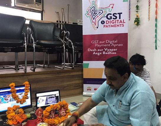 दिवाली पर व्यापारियों ने जीएसटी पोर्टल की भी पूजा की