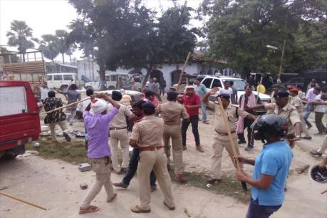 बिहार में थाने का घेराव कर रही भीड़ पर फायरिंग, 1 की मौत; 25 घायल