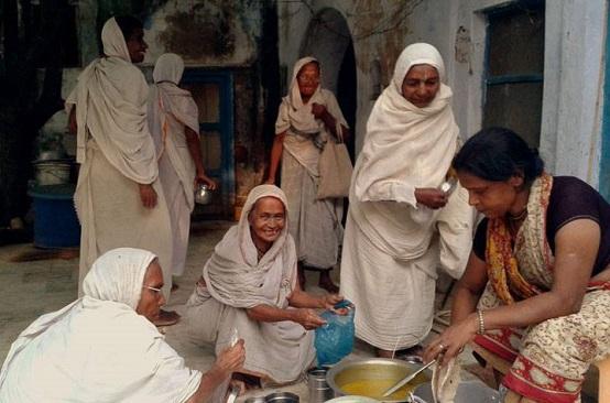 widows in virndavan