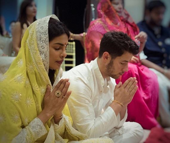 It's Official, Priyanka Chopra and Nick Jonas get engaged