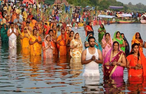 BIHAR: Chhath Pooja begins with traditional devotion