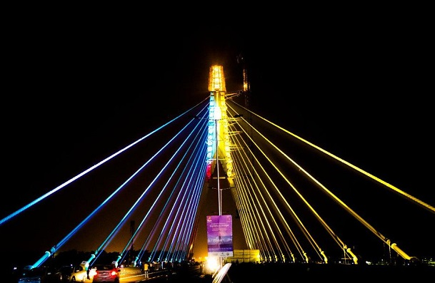 Kejriwal inaugurates Signature Bridge, Praises Nehru for development of India