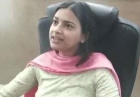 A Lady Muslim IAS Officer Heal Phulwama Wounds