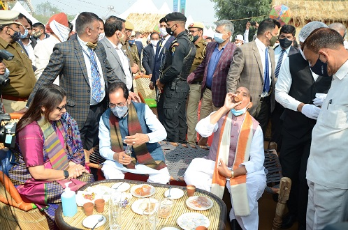 'Hunar Haat' emphasises on Vocal for Local: Rajnath Singh